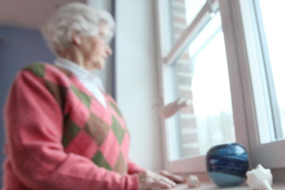 Die Betrüger haben es besonders auf ältere Personen abgesehen (Symbolfoto).