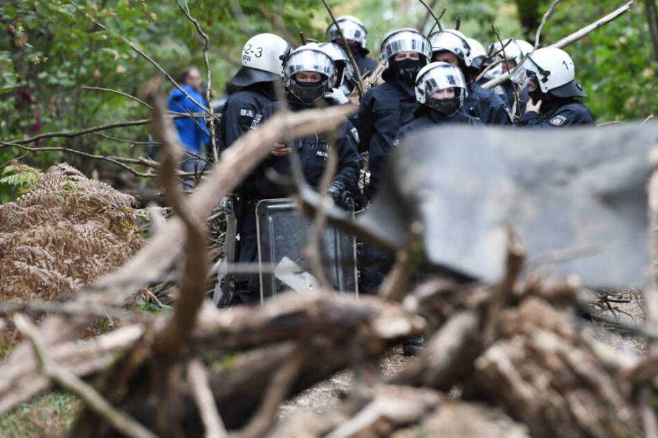 Die Polizei hat den Protest nur an einem festen Ort - ohne Spaziergang - genehmigt.