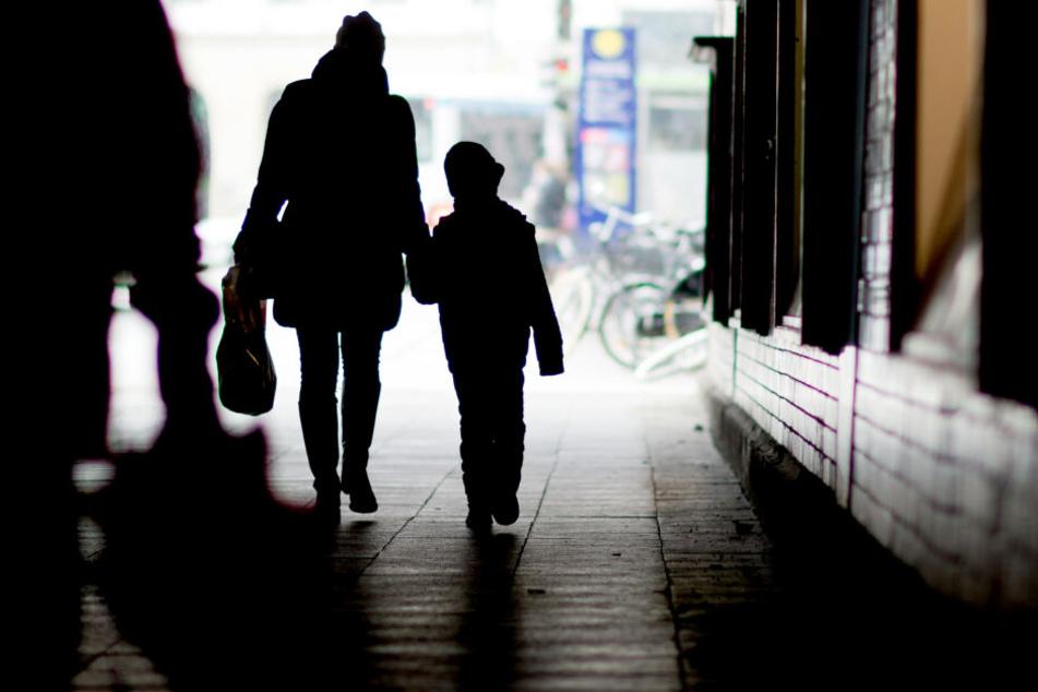 Das Mädchen soll ihre Heimat verlassen und zu ihrem Vater nach Hongkong geschickt werden. (Symbolbild)