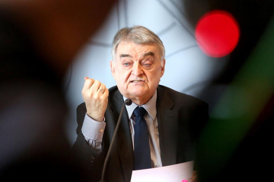 Der nordrhein-westfälische Innenminister Herbert Reul (CDU) stellte die Zahlen vor.