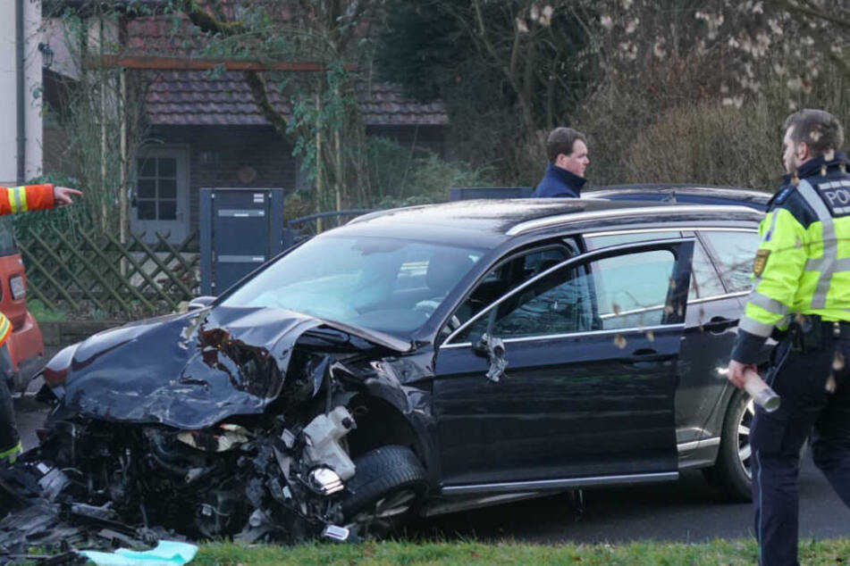 Der Fahrer des VW Passat flüchtete offenbar vor der Polizei, weil er keine gültige Fahrerlaubnis hatte.