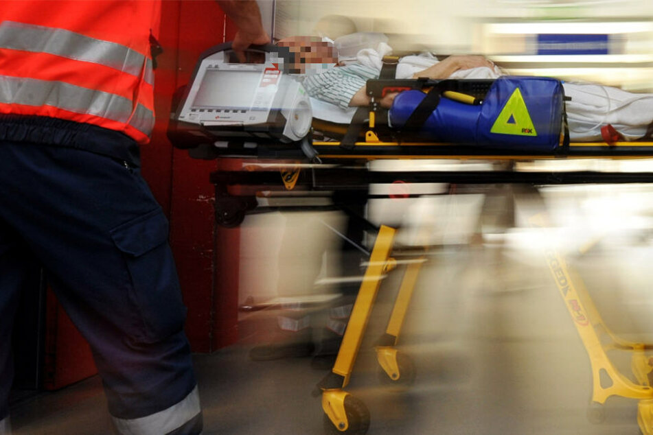 Mit schweren Kopfverletzungen kam die 60-Jährige in eine Klinik (Symbolbild).