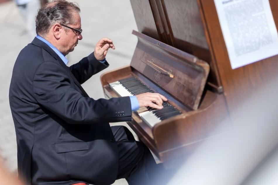 Auch Thomas Unger (55), Klavier-Lehrer am Konservatorium in Zwickau, zeigte sein Können.