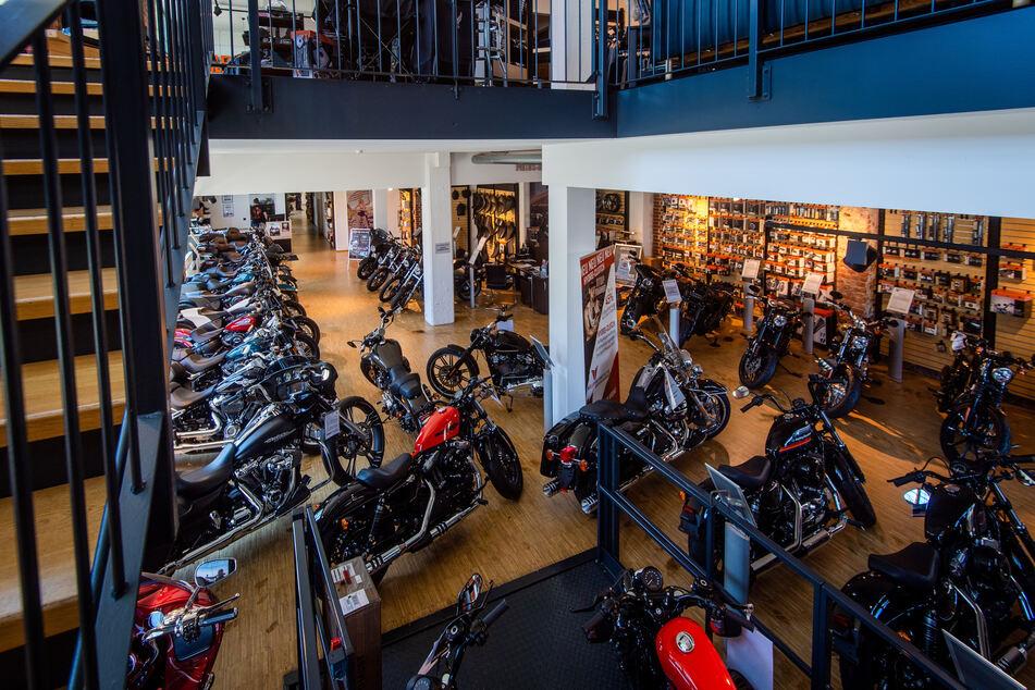 Noch stehen die Harleys im ehemaligen Sporett-Haus an der Zwickauer Straße.