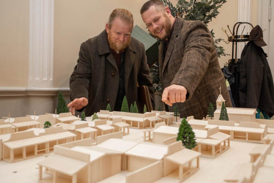 Olaf Weiskopf (l.) und Tonio Werl wollen sich in Geyer den Traum vom Wilden Westen erfüllen.