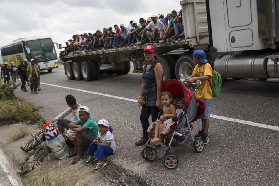"""Laut offiziellen Angaben haben bisher knapp 3000 Migranten der """"Karawane"""" aus Mittelamerika einen Asylantrag in Mexiko gestellt."""