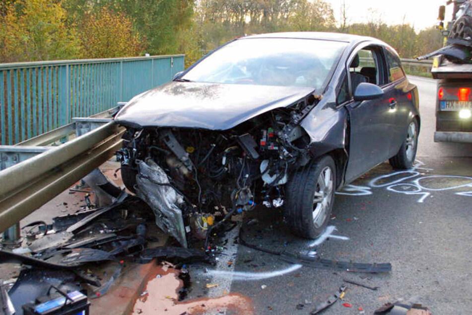Der Fahrer des Opels wurde schwer verletzt.