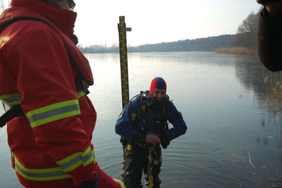 Die Polizei suchte in dem See nach dem Handy - allerdings ohne Erfolg.
