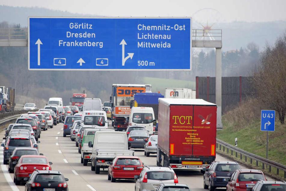 Die Polizei hat die A4 am Auerswalder Blick gesperrt. (Archivbild)