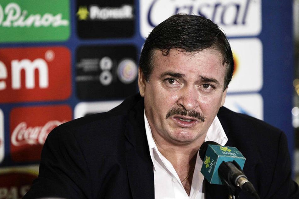 Costa Ricas Nationaltrainer Óscar Ramírez blamierte sich auf der Pressekonferenz nach der Testspielniederlage gegen Belgien (1:4).