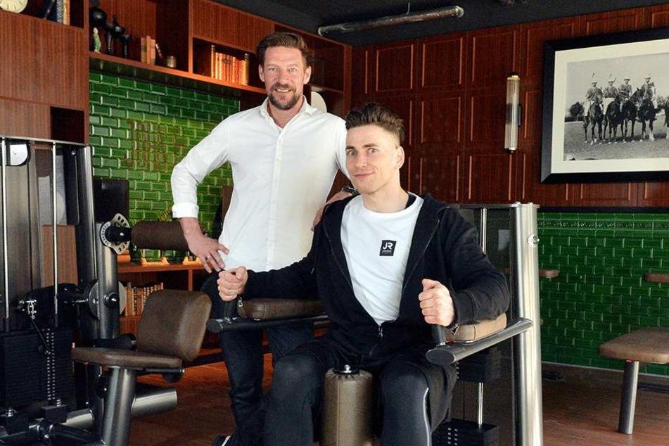 Marketing-Boss Marcus Adam (47, l.) und Club-Leiter Sebastian Vogt (32, r.) machen sich fit für die Eröffnung.