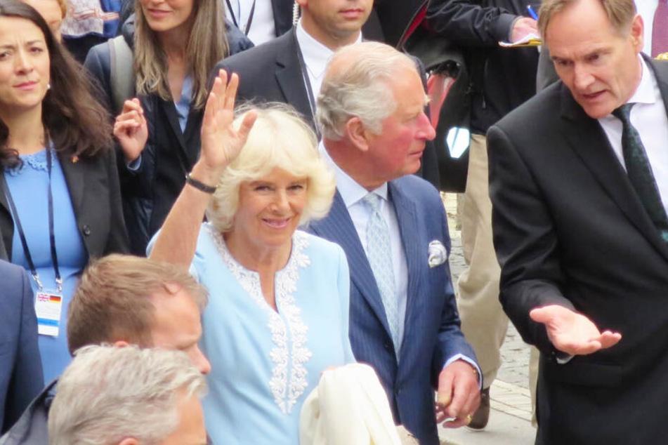 Prinz Charles und Camilla kamen gegen Mittag in Leipzig an, trugen sich unter anderem ins Gästebuch des Freistaats Sachsen ein.