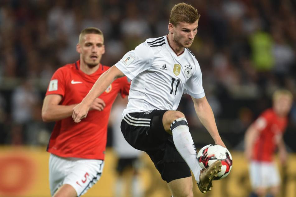 In der WM-Quali avancierte Timo Werner (r., hier gegen Gustav Valsvik) beim 6:0 gegen Norwegen in Stuttgart mit zwei Toren zum Matchwinner.
