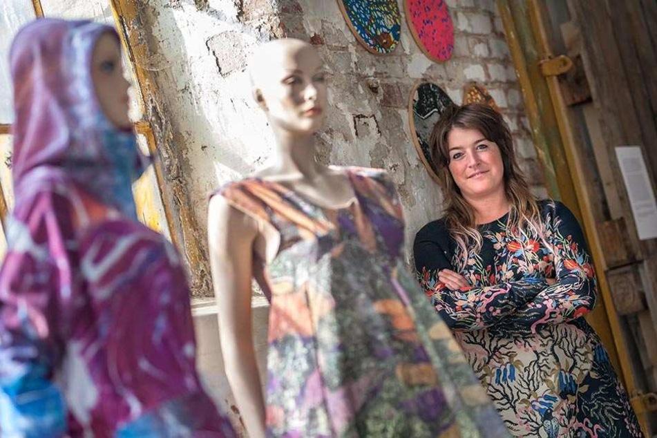 Extra aus der Partnerstadt angereist: Sally Gilford (35), Künstlerin aus Manchester, zeigt Textildrucke