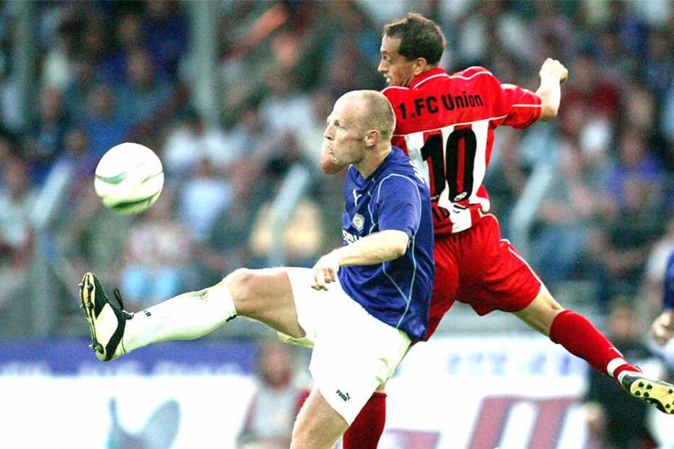 """Matthias """"Matze"""" Heidrich (l./gegen den Unioner Kostadin Vidolov) traf beim ersten Sieg in der zweiten Liga gegen Berlin zum 1:1. Kvicha Shubitidze schoss das 2:1."""
