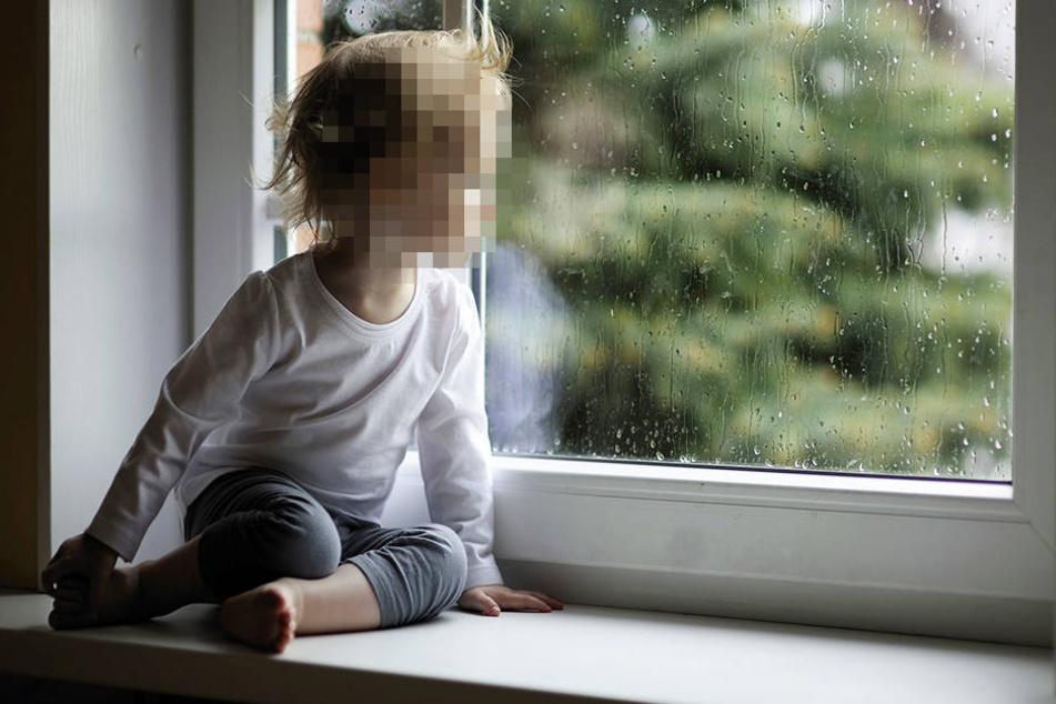 Zweijähriger stürzt aus Fenster in den Tod