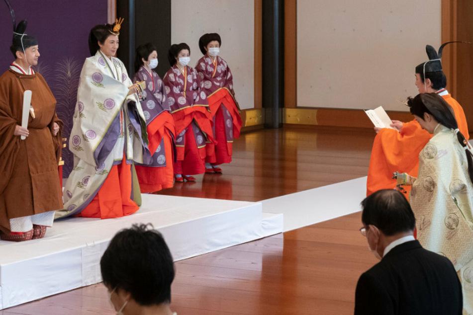 Japans Kaiser ernennt seinen Nachfolger: Es ist nicht sein einziges Kind Aiko (18)!