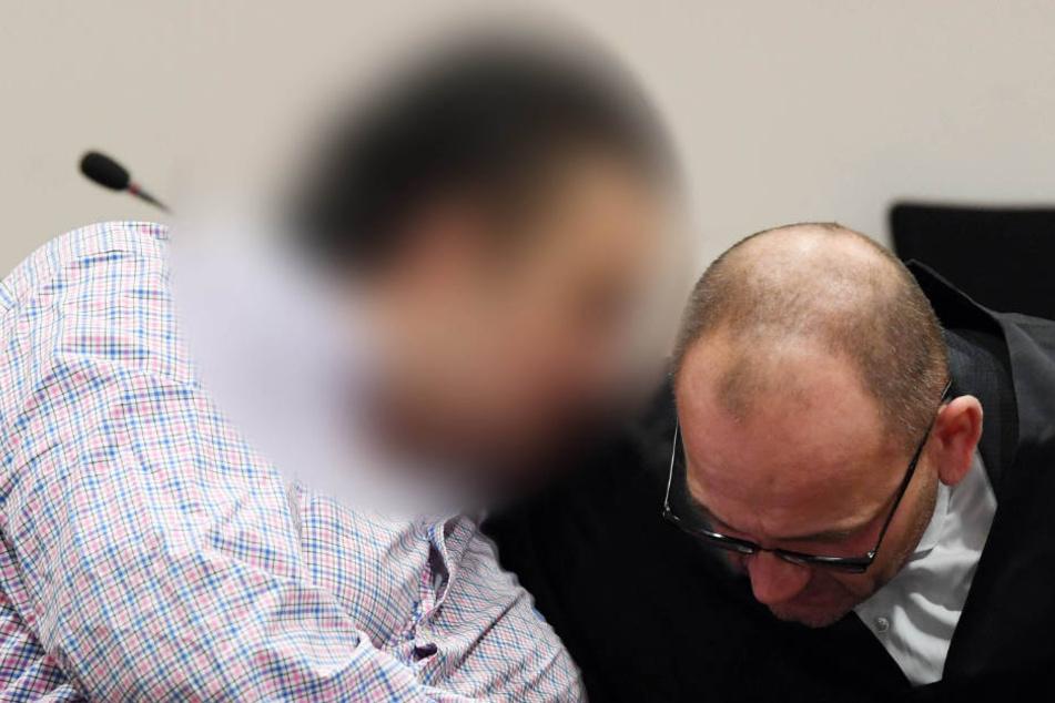 Falscher Polizist zockt Oma ab: Mit dieser Masche ergaunert er Beute im Wert von 300.000 Euro