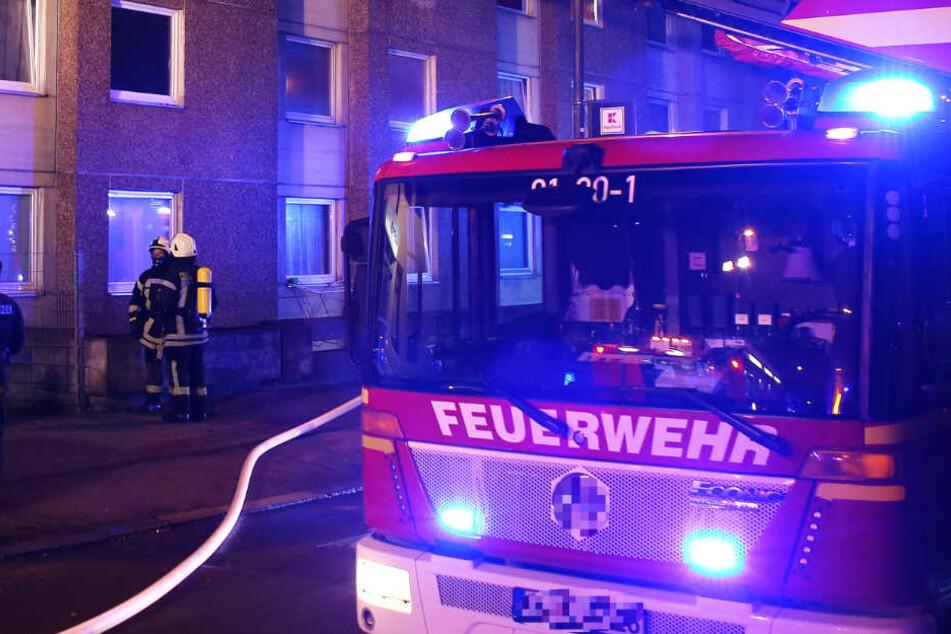 180 Einsatzkräfte von Feuerwehr und Rettungsdienst rückten an (Symbolbild).