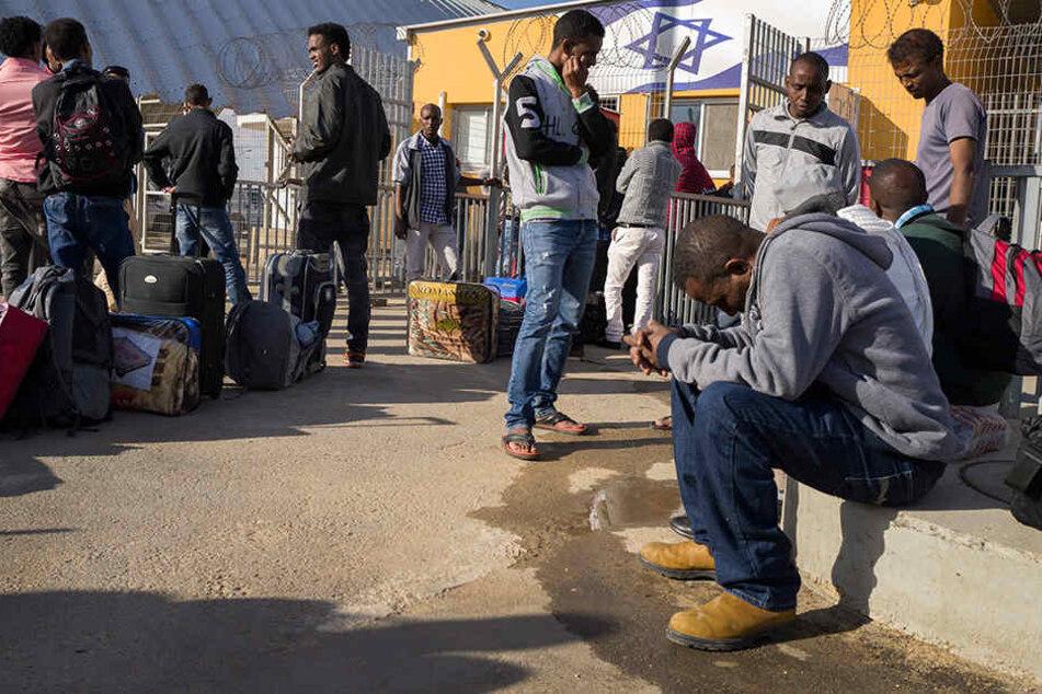 Israel will bis zu 40.000 afrikanische Flüchtlinge zur Ausreise bewegen - oder abschieben.