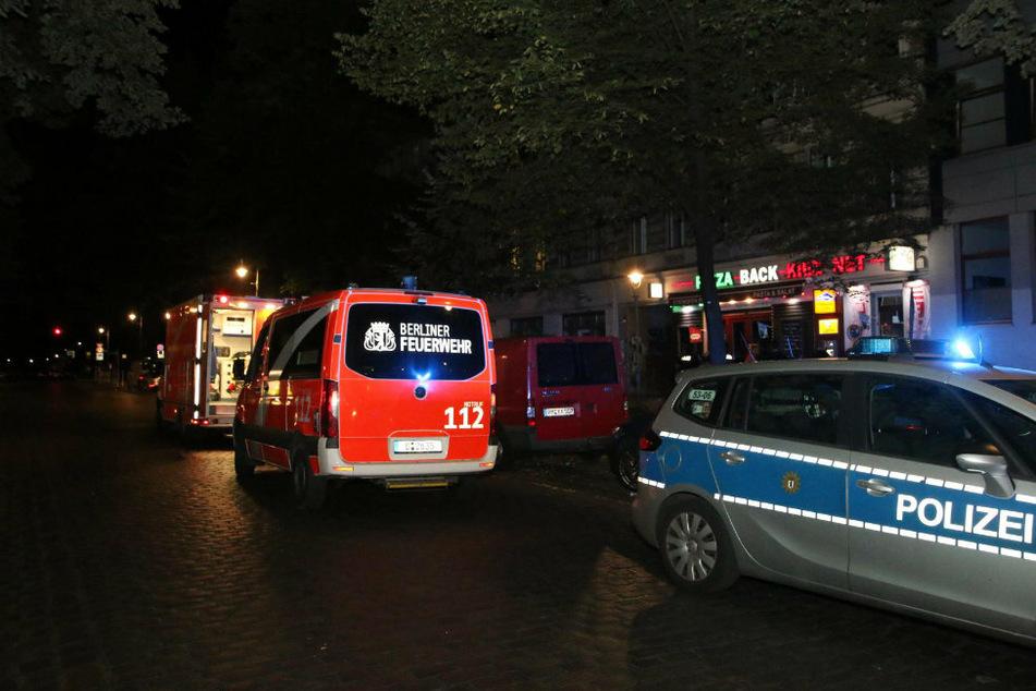 Mit Messer und Pfefferspray angegriffen: Täter fliehen mit Beute nach Raubüberfall in Kreuzberg