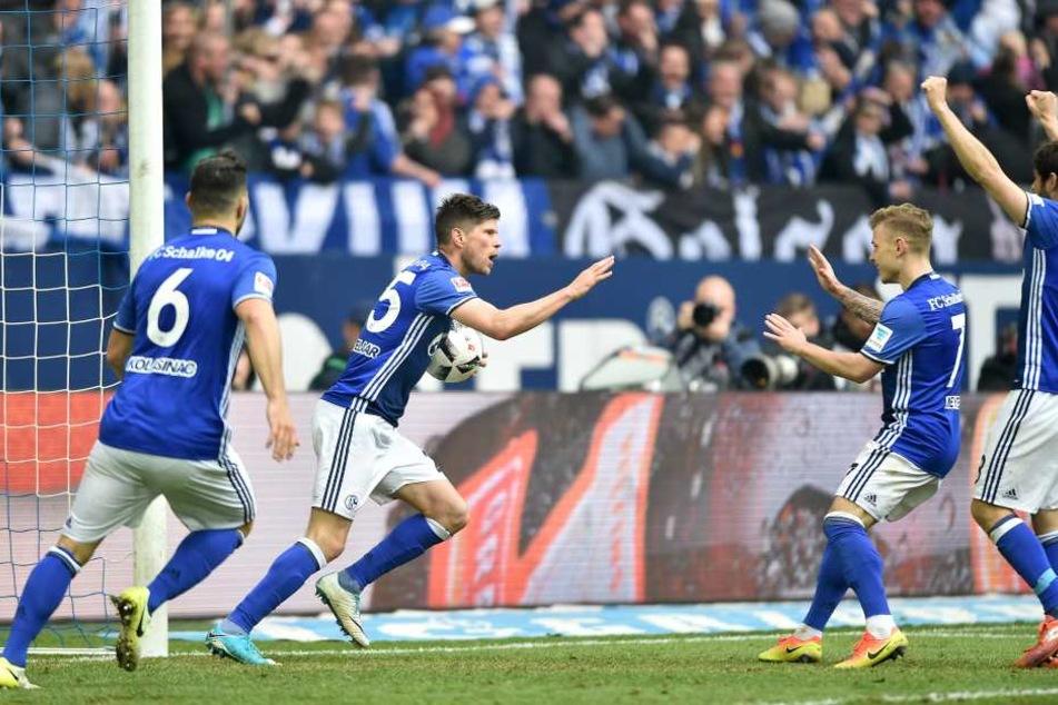 Klaas-Jan Huntelaar (mit Ball) erzielte den 1:1-Ausgleich und späteren Endstand gegen RB Leipzig.