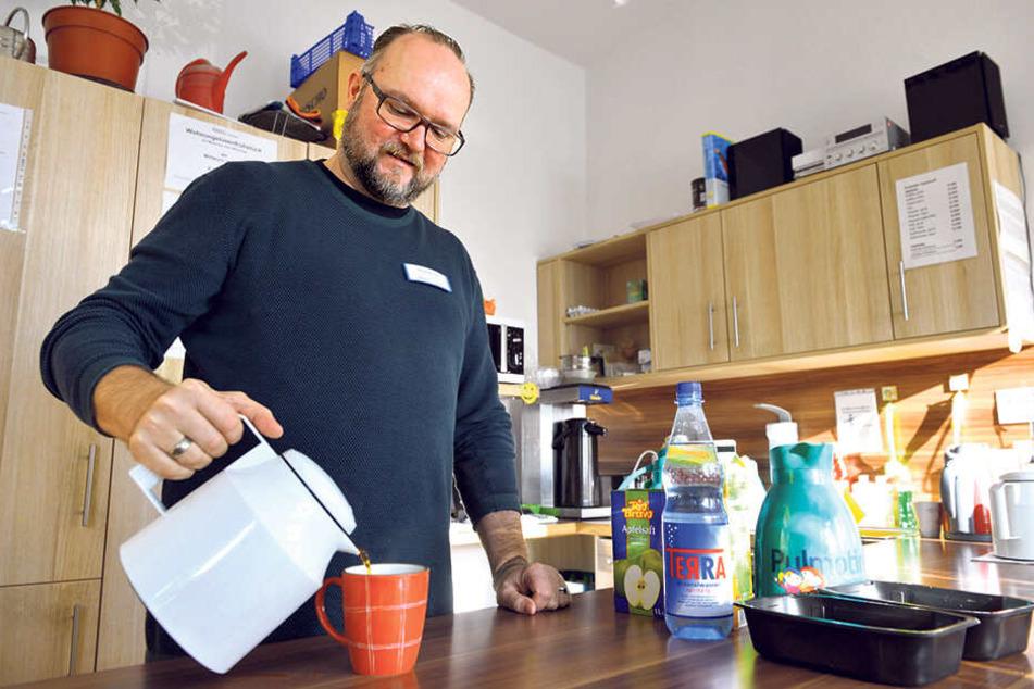 Auch im Tagestreff Haltestelle können sich Obdachlose aufwärmen. Leiter Alfred Mucha (51) hat immer einen heißen Tee parat.