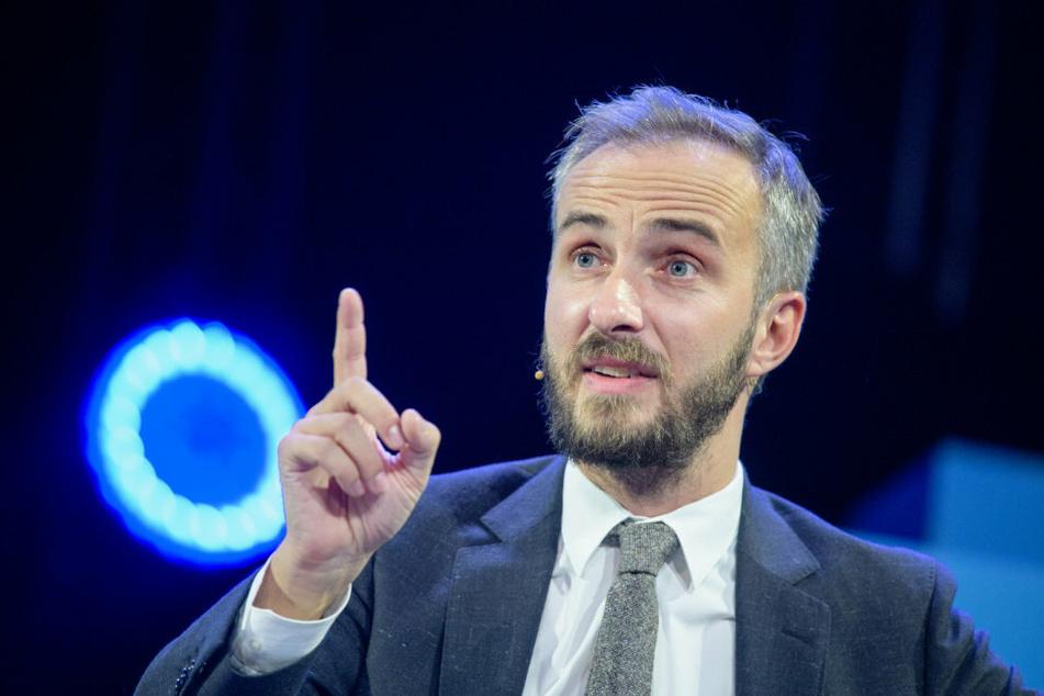 Schulleiter zeigt Abiturienten nach Rede an - Böhmermann bietet ihm Praktikum