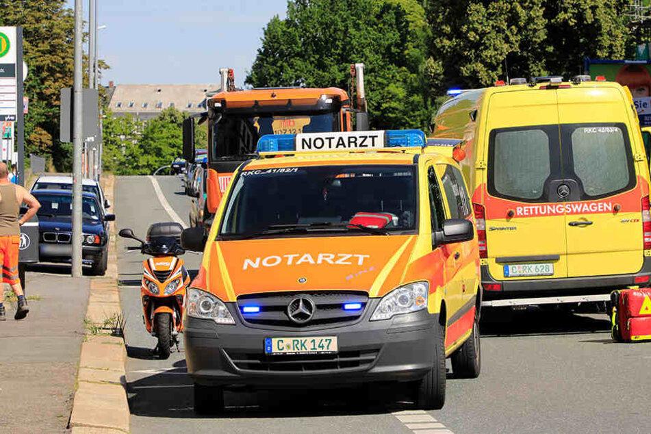 Der verletzte Mopedfahrer wurde in eine Klinik gebracht.