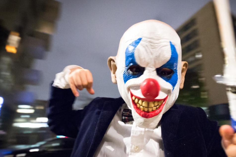 Wer ist der unbekannte Maskenmann und was ist seine Botschaft? (Symbolbild)