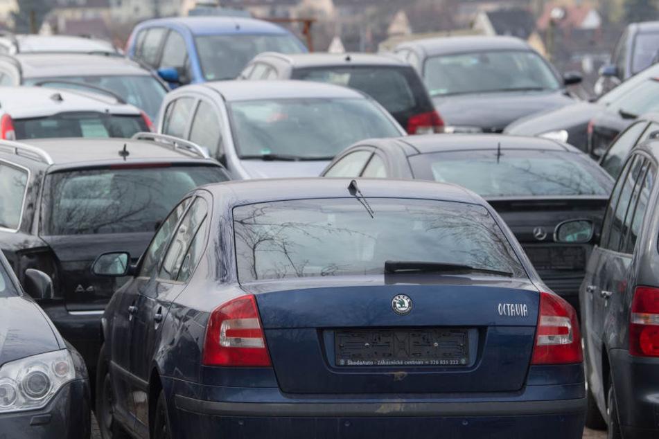 Tausende abgemeldete Autos blockieren die Straßen