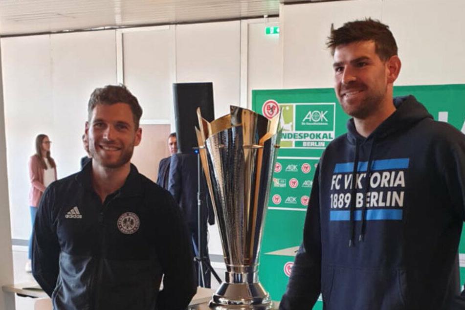 Stephan Flauder (r.) holte mit Viktoria 89 den Berliner Pokal und darf sich nun auf die Teilnahme an der ersten Runde des DFB-Pokals freuen.