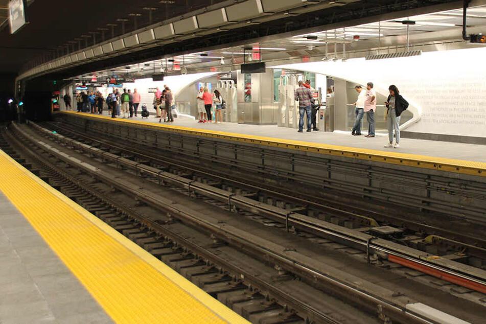 In der U-Bahnstation herrschte zunächst Unklarheit (Symbolbild).