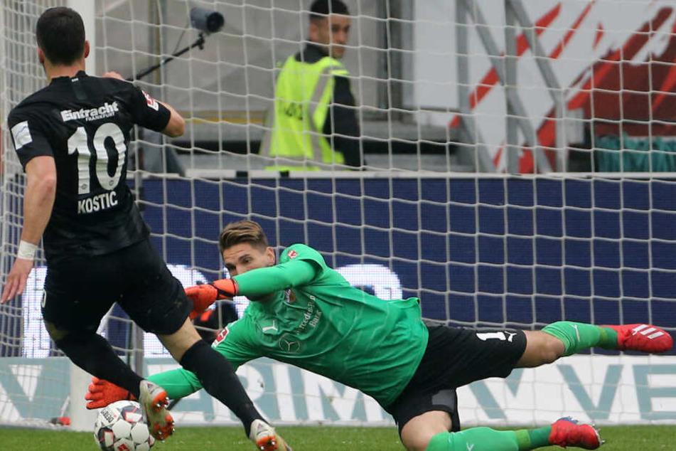 VfB-Keeper Ron-Robert Zieler parierte gegen Frankfurts Filip Kostic.