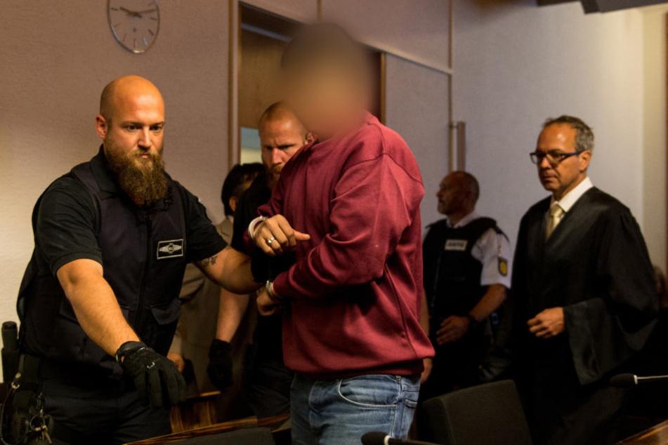 Hussein K. hat sich am zweiten Prozesstag bei den Eltern seines Opfers entschuldigt.