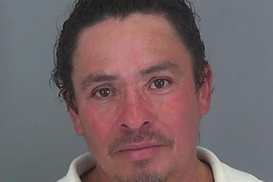 Efren Mencia-Ramirez kam auf eine ungewöhnliche Idee, um seinen Alkoholgeruch zu stoppen.