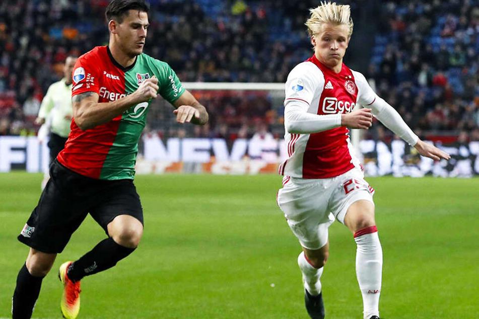 Der als introvertiert geltende Kasper Dolberg (r.) fand sich bei Ajax Amsterdam zuletzt oft nur in der Jokerrolle wieder.