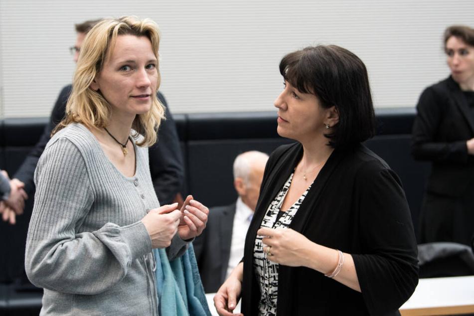 Die Werte der AfD: Verena Hartmann (AfD) sitzt im Bundestag und verflucht den Geburtstag von Frau Merkel.