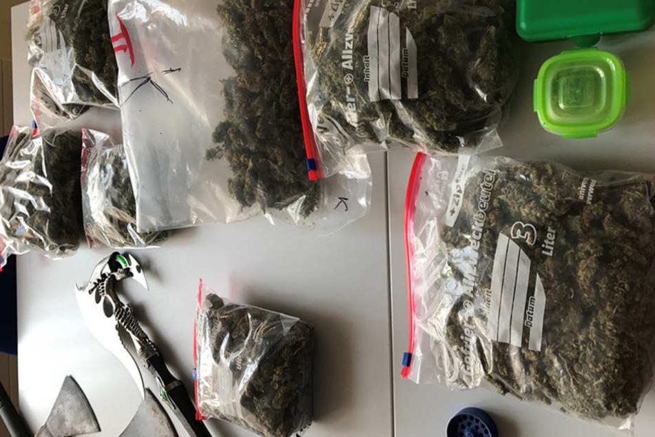 Den Marktwert der beschlagnahmten Drogen bezifferte Zimmermann auf etwa 16.000 Euro.