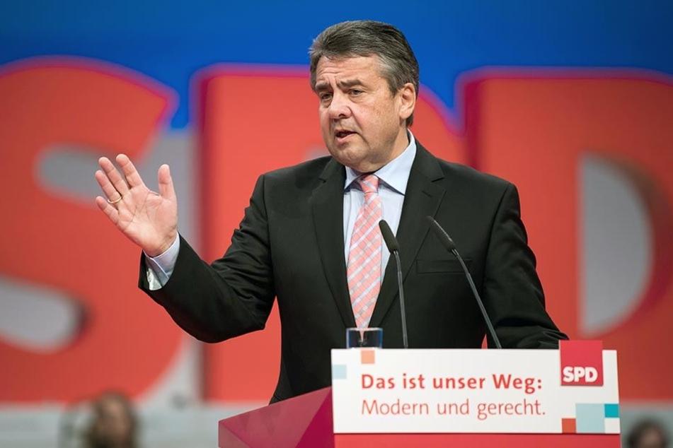 Außenminister Sigmar Gabriel (SPD) spricht beim Bundesparteitag zu den Delegierten.
