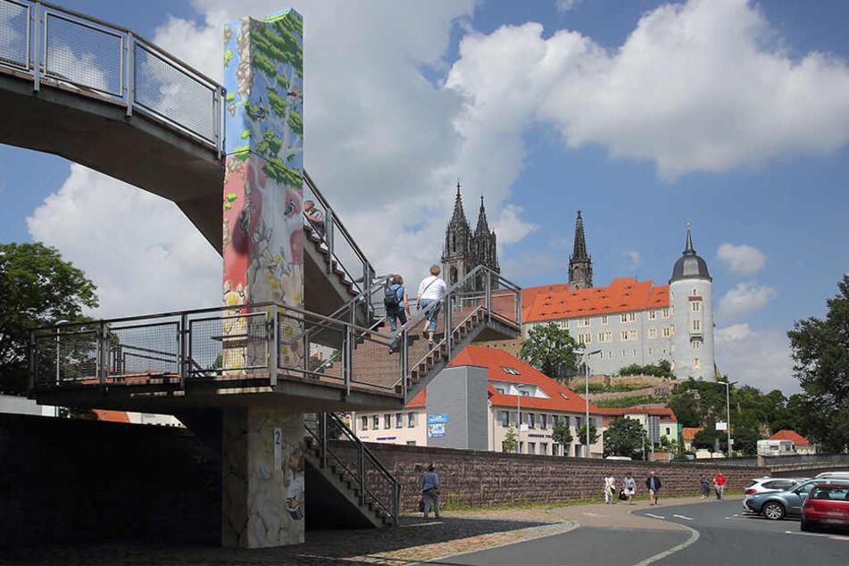 Auf der Altstadtbrücke am Übergang zur Elbstraße wurde der junge Mann zusammengeschlagen. (Symbolbild)