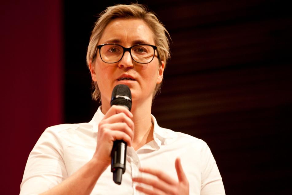 Susanne Hennig-Wellsow (43, Linke), Landes- und Fraktionsvorsitzende, spricht auf dem Landesparteitag der Linken.