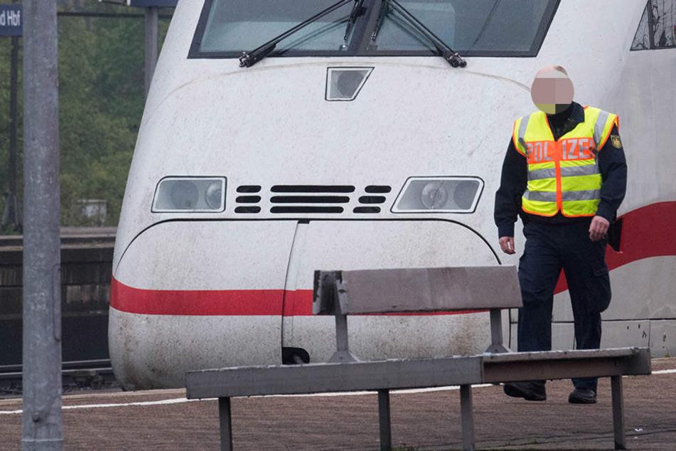 Am Bahnhof Elstal wurde einer Person von einem ICE erfasst. Die Bundespolizei ermittelt in dem Fall. (Symbolbild)