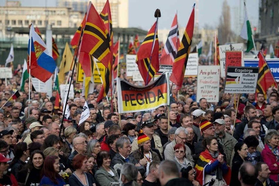 Bei der PEGIDA-Demo am Montag kam es zu einem Säure-Angriff von Seiten der Islamfeinde.