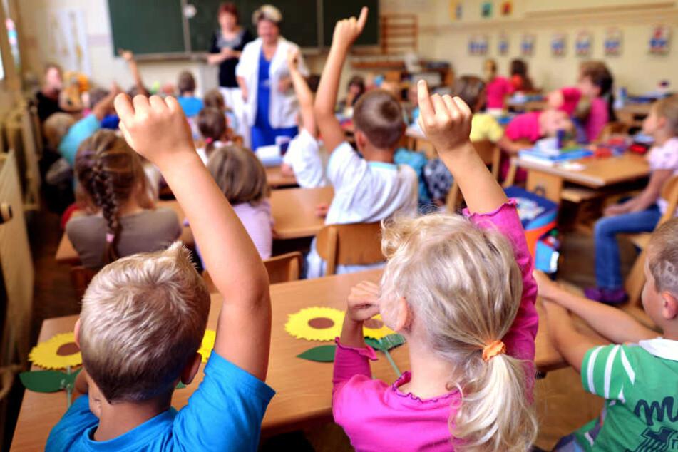 Ein erstes Angebot zum Auszahlen der Überstunden haben mehr als 200 Pädagogen angenommen. Die Gewerkschaft sieht das kritisch.