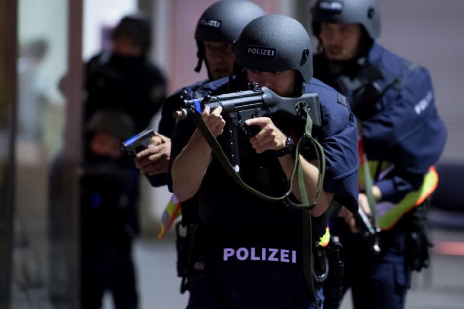 Die Angriffe auf Polizisten haben im Freistaat zugenommen. (Symbolbild)