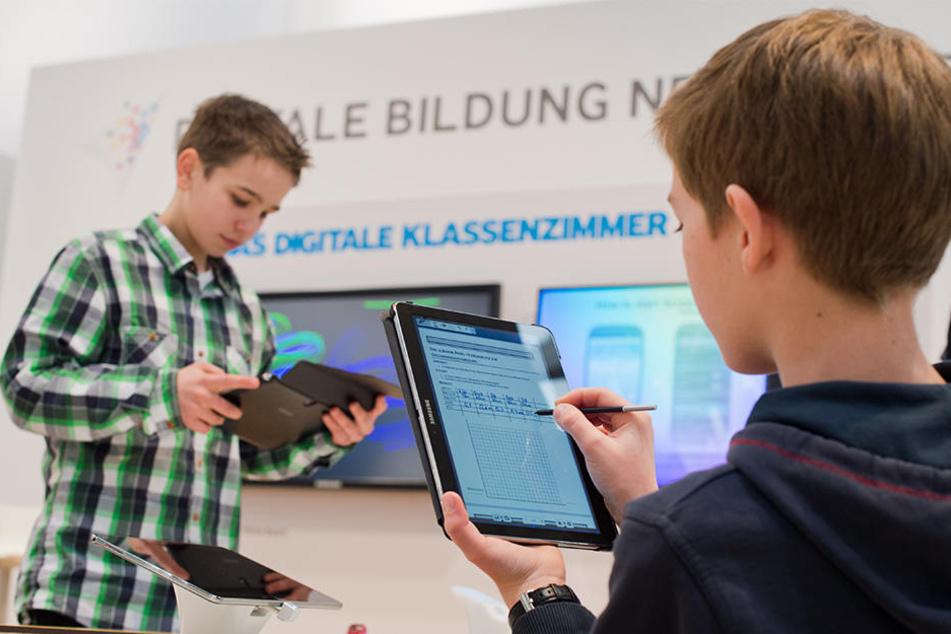 Tablets in Klassenzimmern sind in Sachsen Mangelware. In vielen Schulen ist Digitalisierung noch ein Fremdwort.