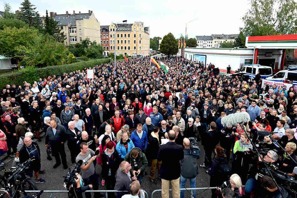 """Zahlreiche Teilnehmer nahmen an einer """"Pro Chemnitz""""-Kundgebung im August 2018 teil."""