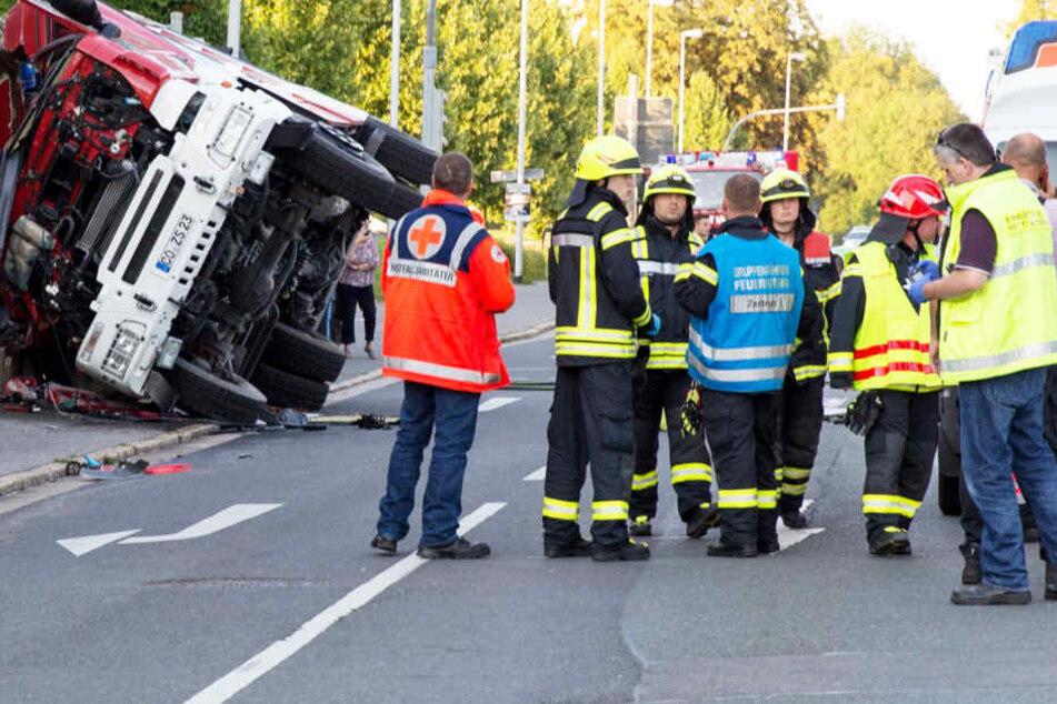 Mann (20) stirbt bei Unfall in Feuerwehrauto!