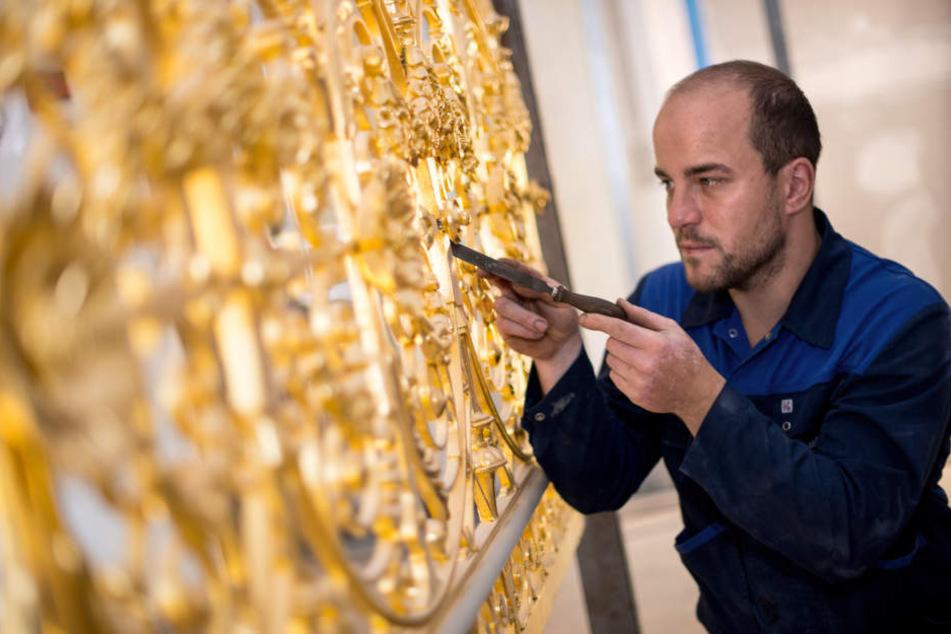 Metallbaumeister Steffen Aurin (29) restaurierte mit seiner Firma das Geländer im Residenzschloss.